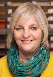 Barbara Thiele, große Bastelerfahrung, kreative Antworten im Laden für Basteln und Handarbeiten